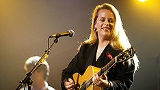 Mary Chapin Carpenter And Royal Northern Sinfonia