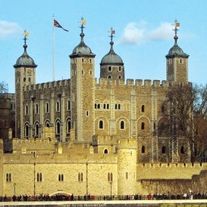 Hop On Hop Off London Bus Tour - 24hrs Ticket & Tower of London