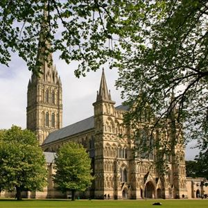 Salisbury, Windsor, Stonehenge & City of Bath with Free Lunch Pack