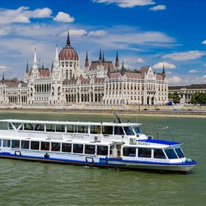 Afternoon Cocktail & Cruise in Budapest