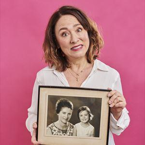 Arabella Weir: Does My Mum Loom Big In This?