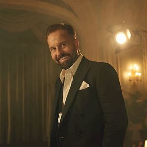 Coach + Alfie Boe At Newmarket Races - North Essex