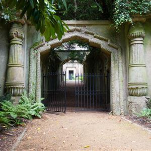 Coach + Highgate Cemetery Tour - North Essex