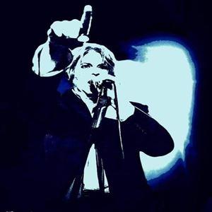 David Bowie tribute 'Jean Genie'