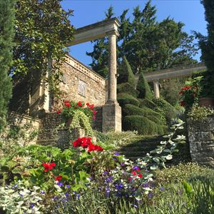 Evening garden tour with owner&glass of Nyetimber
