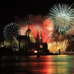 Fireworks Cruise with Dinner and live music