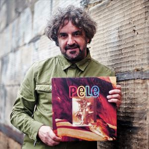 Ian Prowse & Amsterdam perform 'Sport of Kings' +