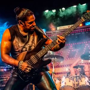 Limehouse Lizzy Live at Strings Bar & Venue