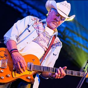 Los Pacaminos featuring Paul Young Worthing Pier