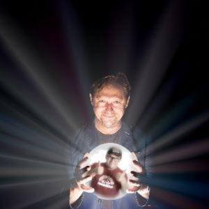 Tom Binns: The Psychic Comedium