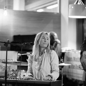 Laura Matthews & The Flakes