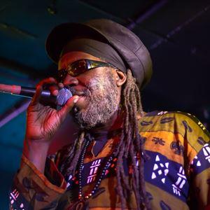 Macka B & The Roots Ragga Band // Ruddocks Om